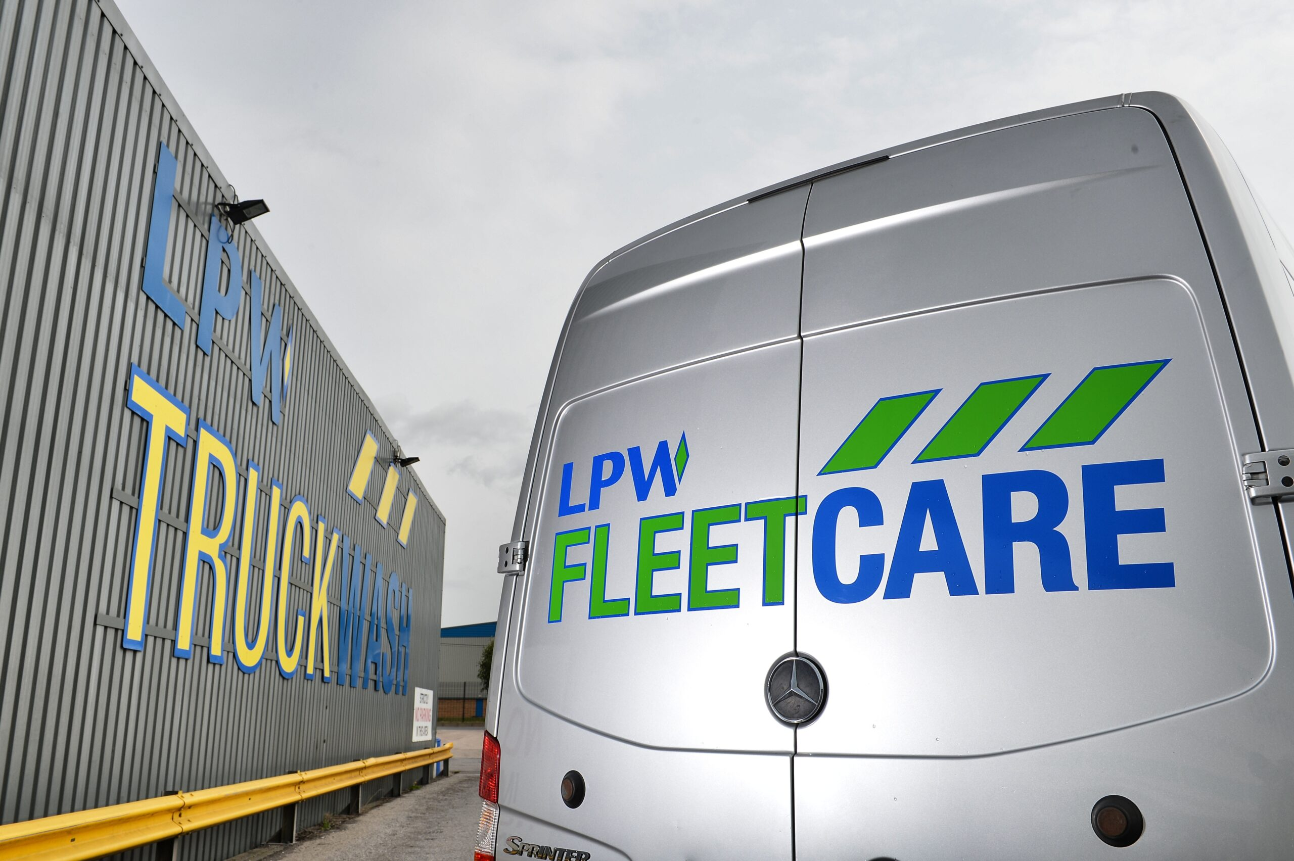 Title graphic for LPW blog about fleet management