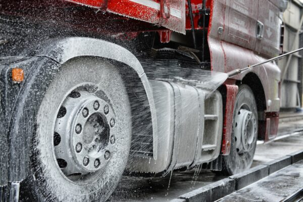LPW Europe blog about the 4 steps of truck washing